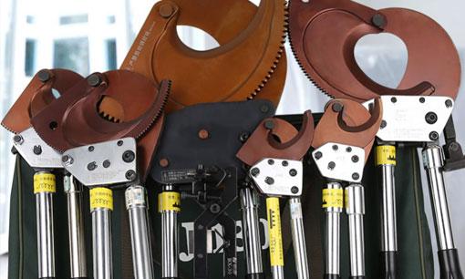 Qual é a diferença entre os cortadores de cabo de catraca e os comprimentos não-catraca?