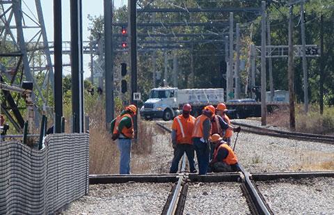 Ferrovia, mina, instalação de cabos